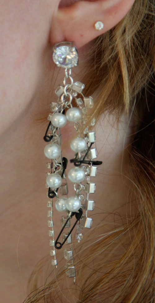 DIY Tom Binns safety pins earrings