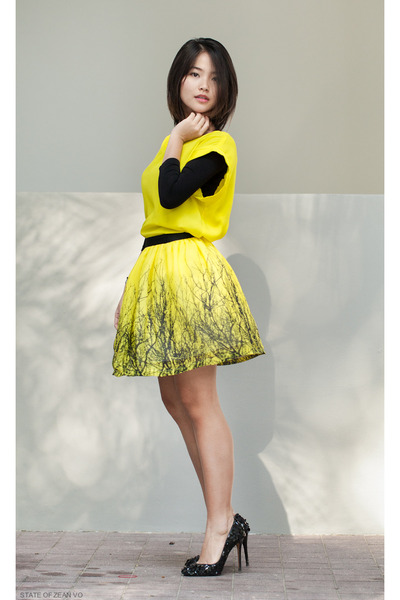 yellow-cotton-on-shirt-black-stradivarius-shirt-yellow-little-paris-skirt_400
