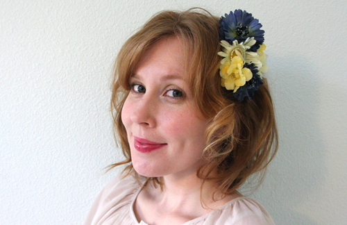 Flowered barrette made of silk flowers