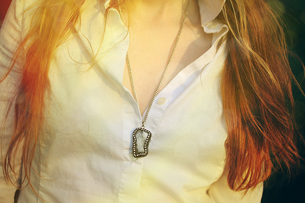 isolde-necklace-long-glitterthorn-jewelry-on-model