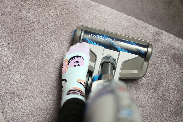 Hoover 2-in-1 cordless vacuum carpet function